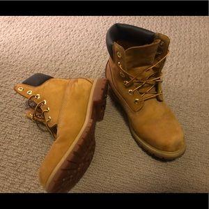 Timberland Women's boots size 9. Like new!